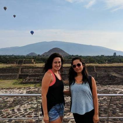 Natalie and And meeting up in Teotihuacan